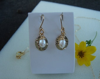585 goldfilled-earrings with Pearl pendant