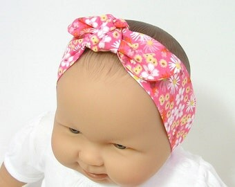 Baby headband made of cotton fabric with flowers with elastic at the back