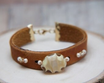 Leather bracelet with handmade lampwork focal bead