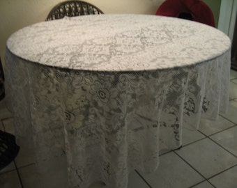 Vintage Oval Lace Tablecloth/Shabby Chic