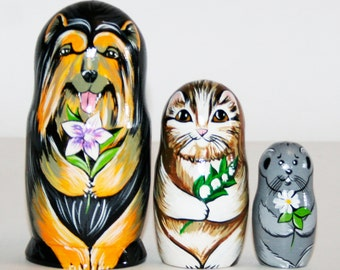 Nesting dolls animals inseparable friends - Dog, cat, mouse with flowers.