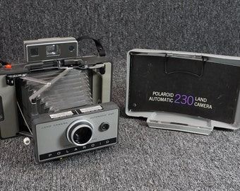 Vintage Polaroid 230 Land Camera W/ Case, 6 Flash Bulbs & Manual