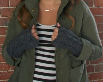 Cable knit fingerless gloves - charcoal