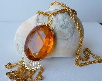 Gold Toned Art Deco Pendant Dangle Chain Necklace Amber Glass Oval Cabochon Vintage Pendant Retro Gold Necklace, 70's Jewelry, Retro Jewelry