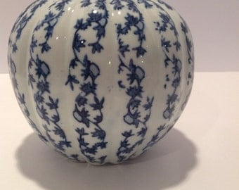 Blue and white ceramic chinoiserie ginger jar