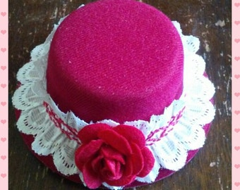 Mini top hat - red with white lace