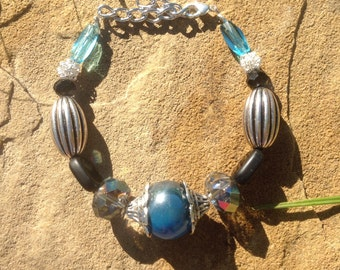 Classy glass and metal beaded bracelet