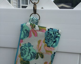 Rose Wristlet on the Go