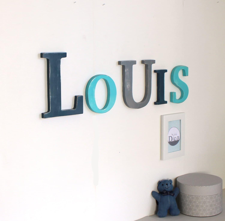 pr nom g ant louis en grandes lettres de bois bleu et gris. Black Bedroom Furniture Sets. Home Design Ideas