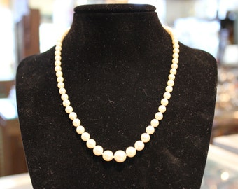 Graduated Akoya Pearls 3A Grade. 16 Inches. 7.75 - 4mm 14k white gold clasp - PEAR10004