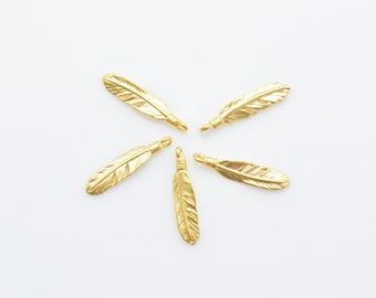 Feather Pendant . Feather Charm . Tiny Feather . Jewelry Craft Supply . 16K Matte Gold Plated over Brass - 4pcs / IA0052-MG