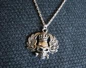 Collier argenté pendentif tête de mort