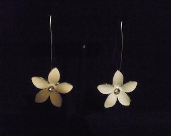 Five petal floral perfection earrings