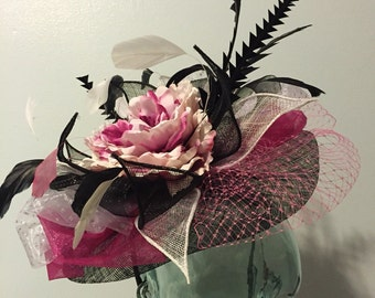 Derby Fascinator. White, pink, and black