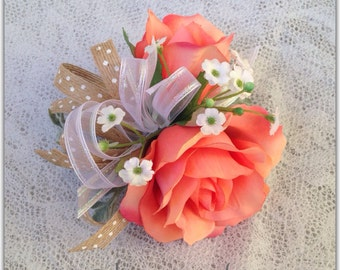Wrist corsage, rose. Prom, wedding, quinceñiera.