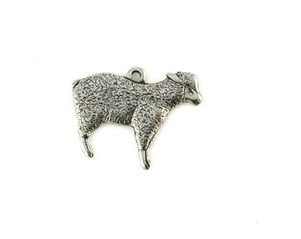 Qy. 4 Tiny Lambs - 19 x 15mm