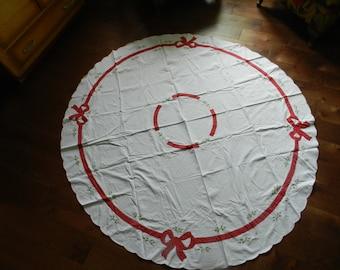 Tablecloth: Large Circular Holiday OR Tree Skirt
