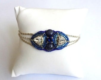 Bracelet embroidered glass beads, crystal and lapis lazuli
