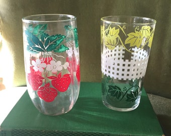 Retro|Pair of Swanky Swig Old Vintage Strawberry and Ivy juice classes