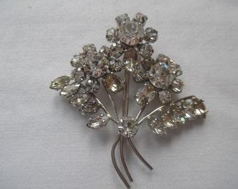 Vintage sparkling diamante flower Brooch FREE UK POSTAGE