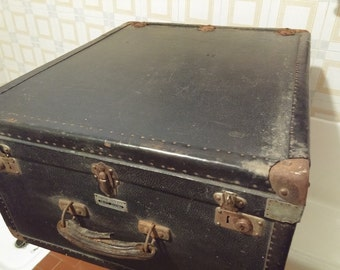 Black suitcase Vintage 1930/1940