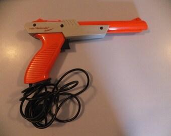 Vintage NES Nintendo Video Game Light Gun Zapper