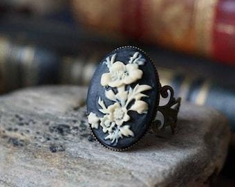 """Ring """"Flower Kamee"""""""