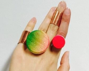 Neon Rainbow zylindrische hölzerne Anweisung Ringe, pop-Farben, Holz Textur, verstellbarer ring