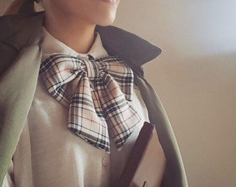 Ascot bowtie, check pattern, christmas tartan bow, Handmade, vintage style, with medium-sized brown buttons.