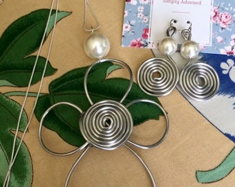 Swirl and Pearl Necklace and Earrings