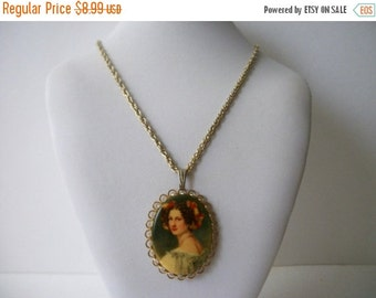 ON SALE Vintage 1950s Gold Tone Plastic Cameo Necklace 62216