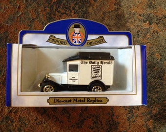 Oxford Die-Cast The Daily Gerald