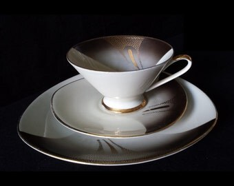 Dürrbeck & Ruckdäschel, Bavaria: exquisite cup saucer and plate trio set from the 1930s, gold pattern