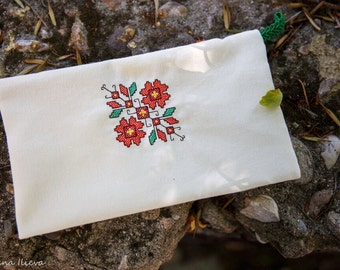 Pouch with Bulgarian ornaments.100% handmade.