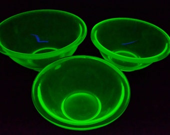 Antique Green Vaseline Glass Nesting Bowls - Uranium Glass Bowls