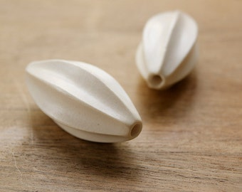 Oval seed shape white wood bead, white wood bead, natural wood bead, designer bead, quality bead, white wood oval seed shape bead
