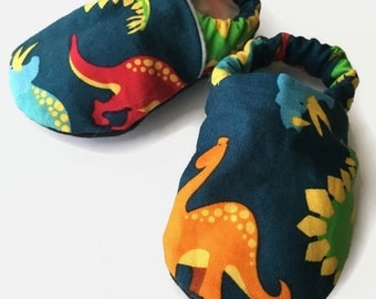 Dinosaur baby shoes, Dinosaur crib shoes, dinosaur baby booties, dinosaur shoes boy, dinosaur soft sole shoes, newborn shoes, infant shoes