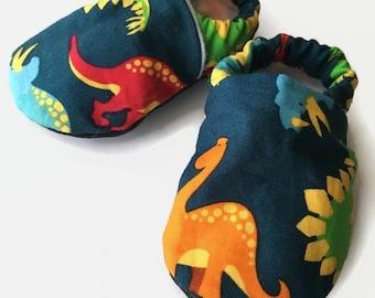 Dinosaur baby shoes, Dinosaur crib shoes, dinosaur baby booties, dinosaur shoes boy, dinosaur soft sole shoes, newborn shoes, infant shoes