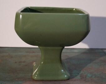 Floraline Pedestal Pottery