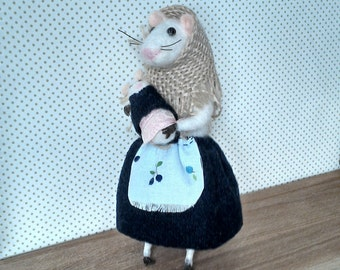 Mother mouse with a child