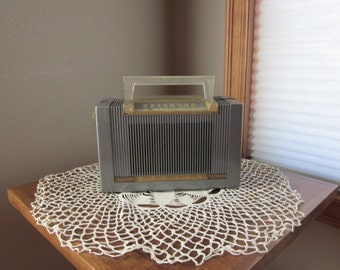 Vintage Portable Tube Radio - AM - 1953 Philco Model 53 - 642