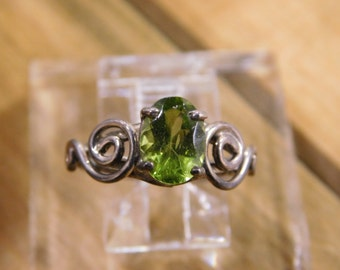 Vintage Sterling Silver Peridot Ring size 5
