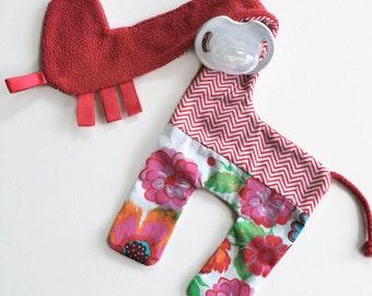 Pacifier holder pacifier clip stuffed giraffe present babyshower
