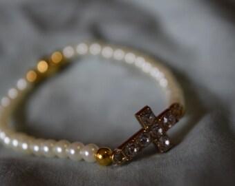 Bracelet, pearl bracelet w/ Crystal studded cross