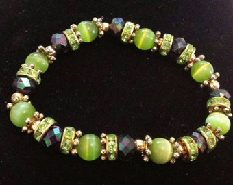Green cats eye glass beaded bracelet