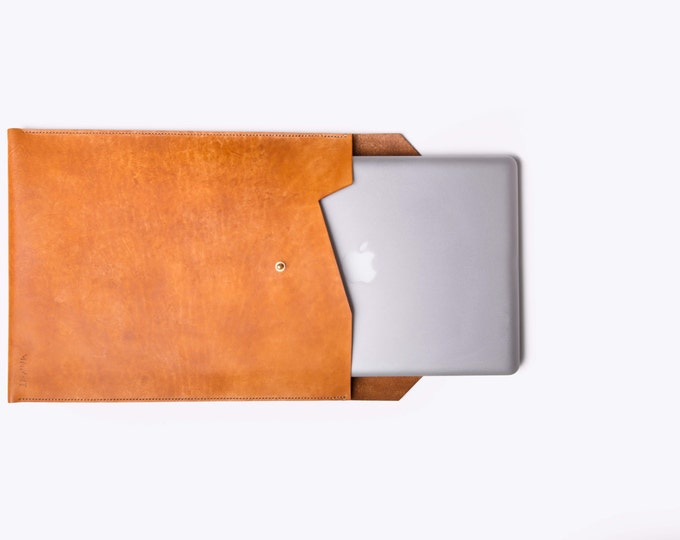 "15"" Hand stitched, simple and sleek leather and brass laptop sleeve. Minimal and nice 15"" Macbook case design. Leather cover, leather sleeve"