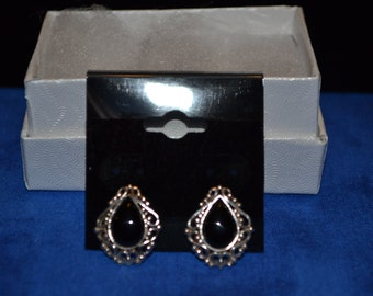 E-021: 3.1g Vintage Solid Silver Detail Trim Bezel Set Onyx Post Sterling Earrings