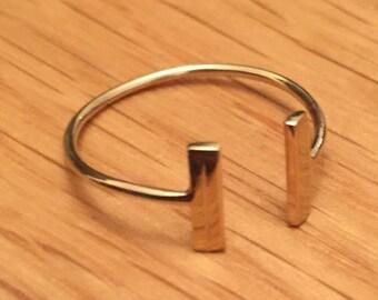 Handmade 9ct gold t-bar ring
