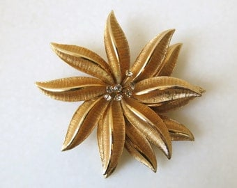 VINTAGE FLOWER BROOCH - Large gold tone flower brooch with clear rhinestones from the 60's