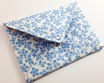 5 fabric envelopes, blue floral